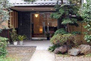 Tampak depan hotel Fukudaya