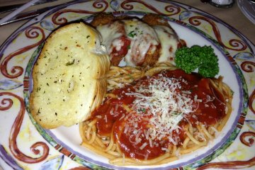 <p>Chicken parmesan served with spaghetti marinara and garlic bread</p>