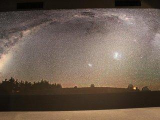 巨幅的星空图让每一位观看展览的人都停下脚步