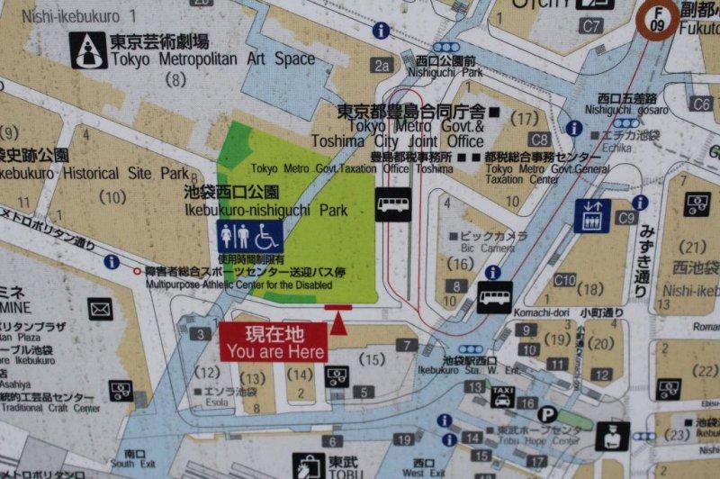 街上能找到非常多的地图,这样就不怕迷失东京啦