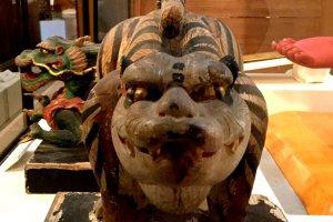Patung harimau yang melindungi arah yang baik