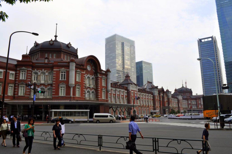 Eksterior yang baru saja selesai di sisi Marunouchi, stasiun Tokyo