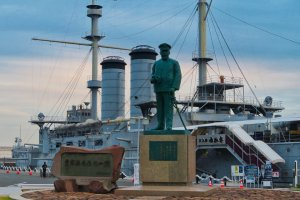 Mikasa Park: Statue of Admiral Togo