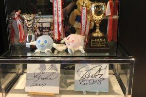 Автографы Юдзуру Ханю разных лет
