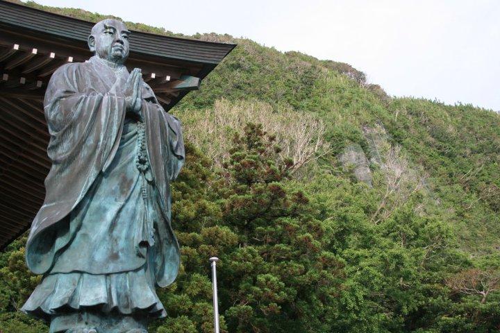 Niijima: Shrine and Cemetery
