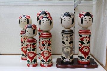 Кокэси Наруко в магазине музея