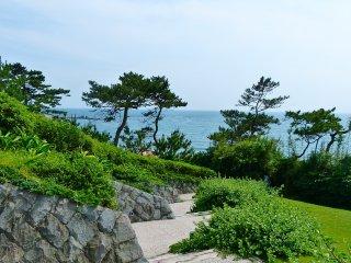 Lối đi bộ tuyệt đẹp đi từ bảo tàng xuống bãi biển