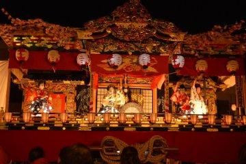 Kabuki at the Spring Festival stalls
