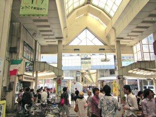 Deux zones de shopping en arcade sont spécialement préparées pour cet événement. Je n'ai réussi à voir que les deux tiers de ce qui était disponible