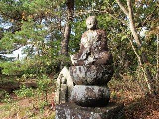 Старинная статуя