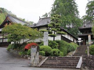 호곤지는 마츠야마의 경사지 맨 위에 자리하고 있다.
