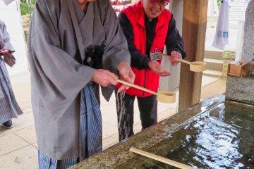 Purification at Makata Shrine, Sakura City