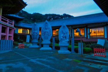 Manganji Temple; Kannon statues