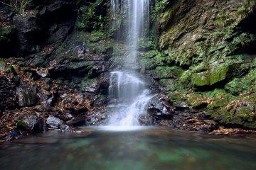 Biwa Waterfall near Kazurabashi Bridge