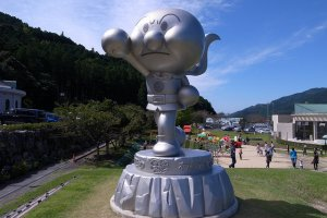 Anpanman sculpture.  There are a lot of different sculptures around the mueseum.