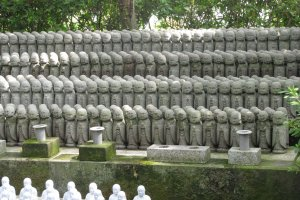 Ряды фигурок дзидзо
