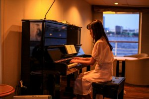 Relaxing entertainment to accompany your cruise