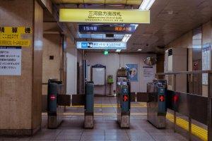The gate through to the Mikawashima district.