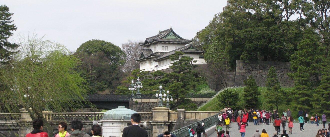 Возле Императорского дворца