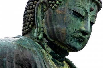 Can you see the fragment of gold leaf on Daibutsu's right cheek?