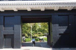 หนึ่งในประตูทางเข้าปราสาทโอซาก้า