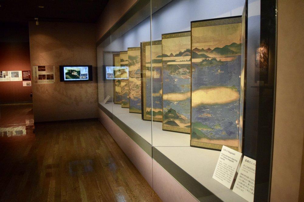 Здесь множество невероятных выставок и артефактов