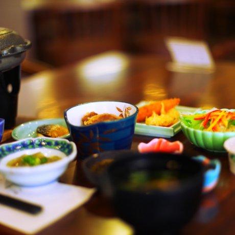 Bữa sáng Nhật Bản ở Wakamiya