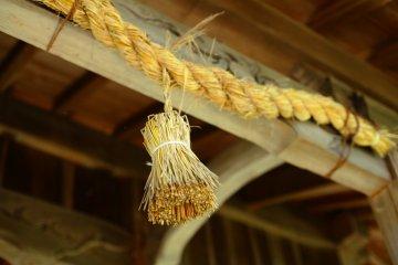 Веревка, опоясывающая храм