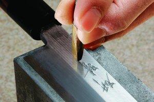 Un service de gravure sur couteau fait main