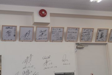 Signatures of celebrities means a good restaurant