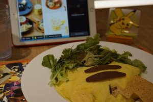Menu nasi omelet Pikachu