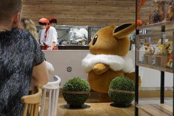 Eevee came to greet the visitors.