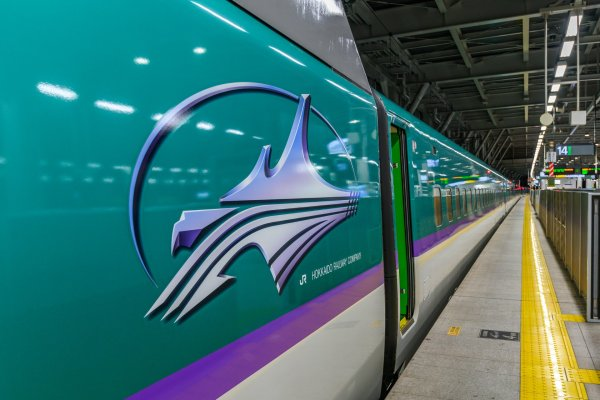 Photo of the Hokkaido Shinkansen with the logo on the side of the train