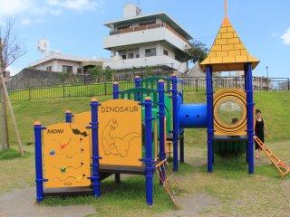 Площадка для маленьких детей тоже небольшая