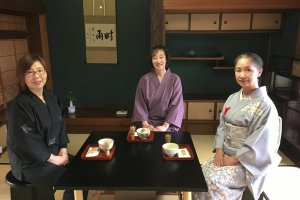 Experts in tea ceremony teach how to enjoy the tea and sweets