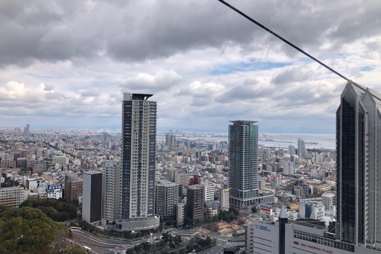 Khung cảnh thành phố nhìn từ cáp treo