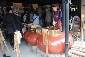 "The famous shop serving ""akafuku"""