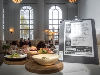 Part of this Café's artistic design is reflected in its menu. This features an international selection of sandwiches and snacks plus a daily 'deli plate'