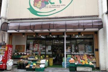 Fresh fruit family store