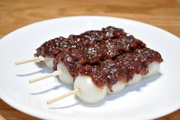 An dango, dango coated with red bean paste.
