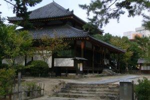 Saidaiji, khu đền lớn phía Tây