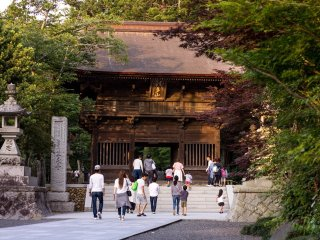 The main temple gate surrounded by late summer foliage