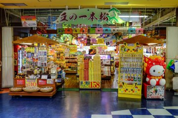 A souvenir store specializing in Okinawan food, drinks and traditional pottery