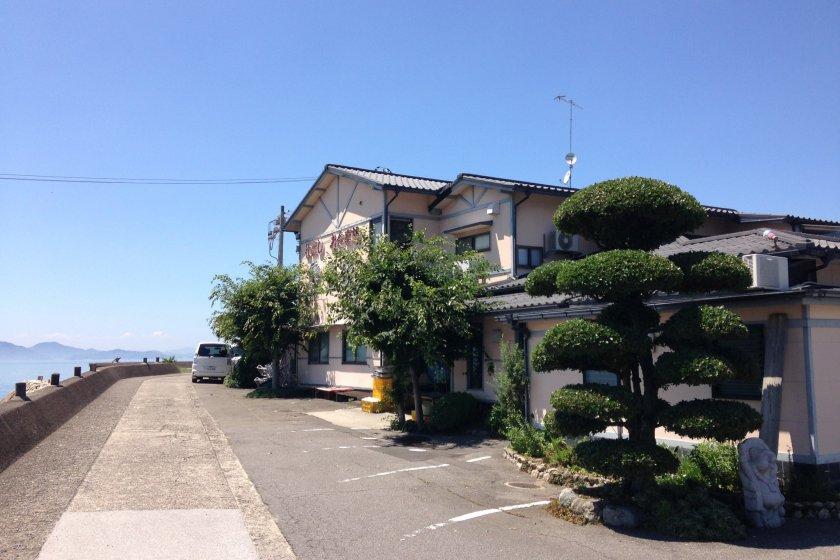 Isonokawa Restaurant on the Hojo seafront