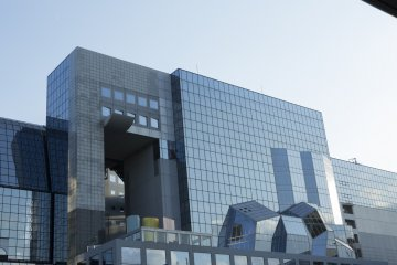 The glass front of the building distorts the reflection of the city in a way that I found reminiscent of cubism