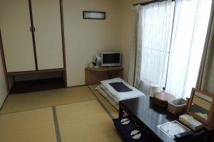 A six-mat room