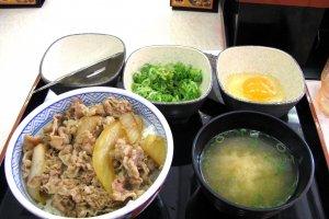 Классический обед в YOSHINOYA