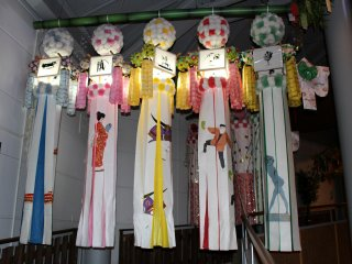 Decorations with lanterns