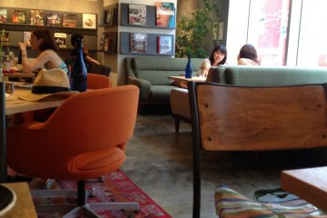 Dining room, magazines
