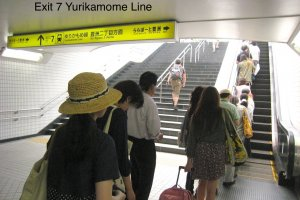 Changing to Yurikamome at Toyosu